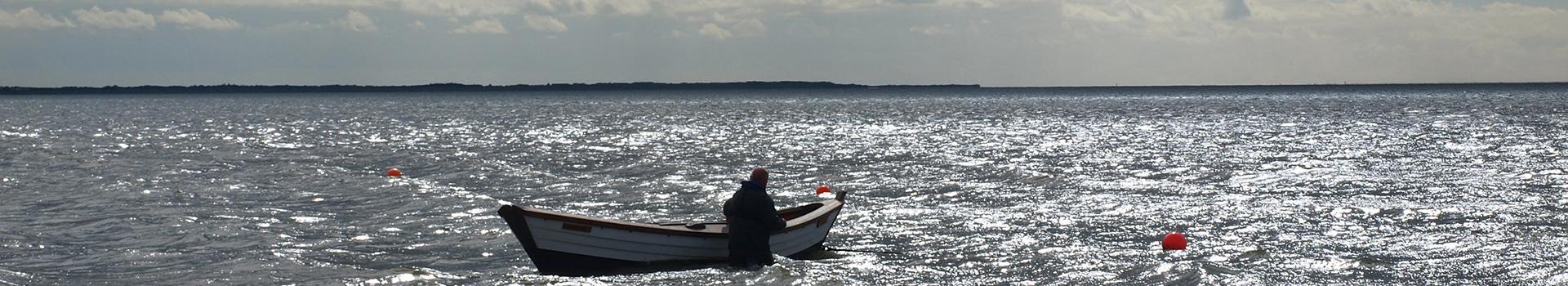 Slide-16-Mand-Båd